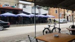 Bar kafeja pa emër e familjes Fetiu në lagjen Barrikada në Berat | Foto nga : Besar Likmeta