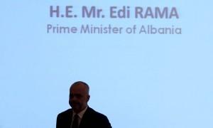 Kryeministri Edi Rama, duke folur gjatë një konference mbi ekonominë. Foto: LSA / MALTON DIBRA