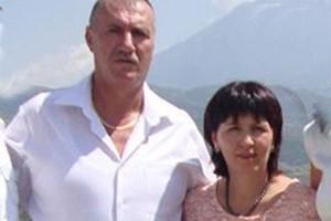 Sali Fetiu dhe Majlinda Fetiu në një foto familjare | Foto nga : Facebook