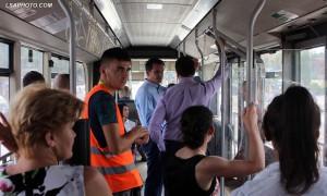 Kryetari i Bashkisë së Tiranës Erion Veliaj, i fotografuar më 19 gusht 2015 gjatë një udhëtimi me autobuz urban të linjës Qendër - Kombinat në Tiranë. Foto: LSA / MALTON DIBRA