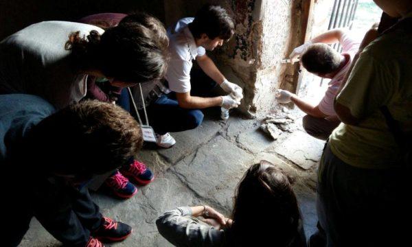 Studentët mësojnë teknikat e restaurimit nga mjeshtrit lokal në Berat   Foto nga : Eriola Azizolli