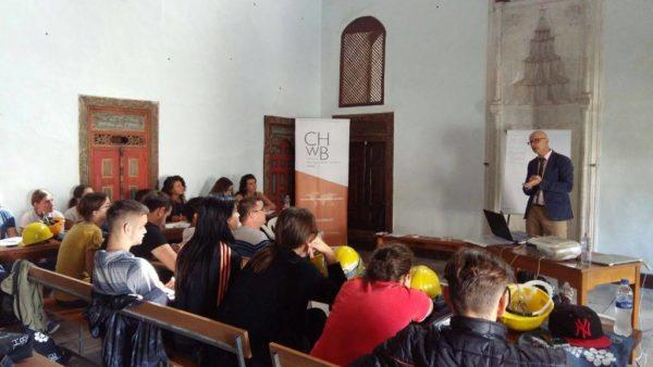 """Seancë trajnimi gjatë kampit të restaurimit në Berat   Fotot nga """" Eriola Azizolli"""