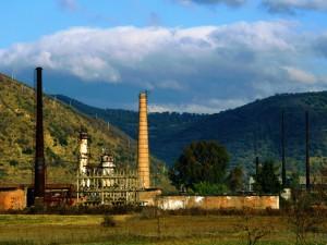 Ish rafineria e Cërrikut e fotografuar në vitin 2013