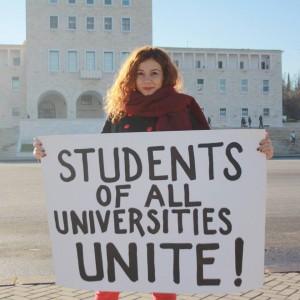 Aktivistja Deni Sanxhaku nga Lëvizja 'Për Universitetin'